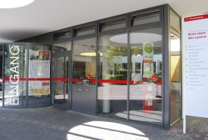 Foto vom Eingang am Kreishaus in Detmold