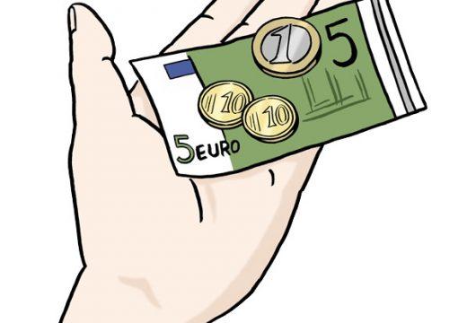Bild von Geldscheinen und Münzen in einer offenen Hand